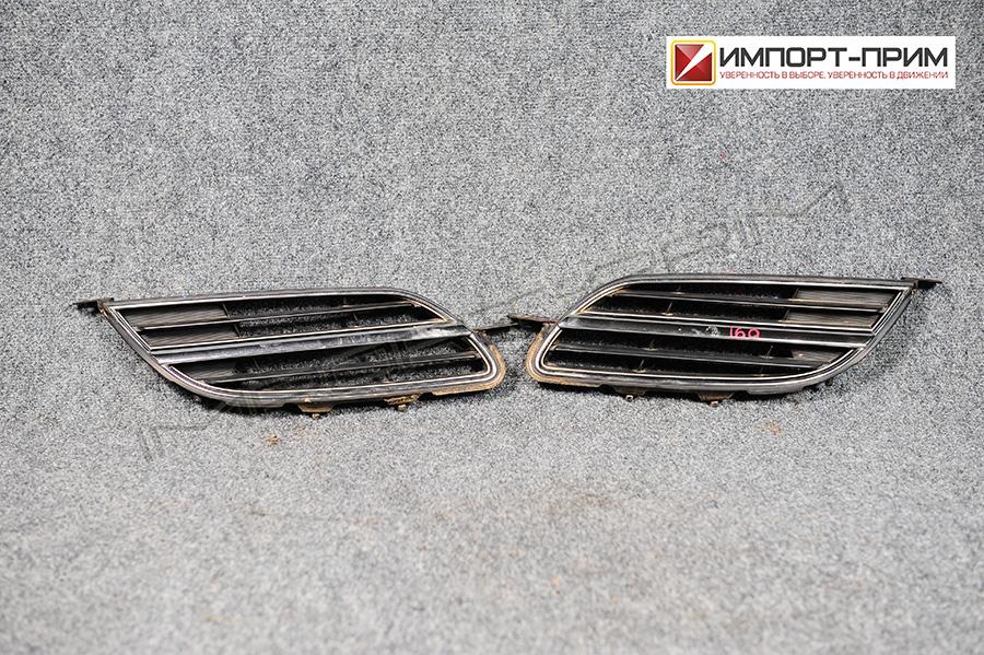 Решетка радиатора Nissan TINO V10 QG18DE Фото 1