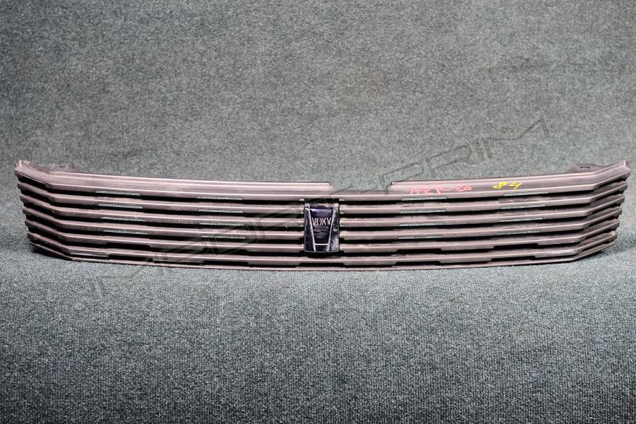 Решетка радиатора Toyota VOXY AZR60 1AZFSE Фото 1