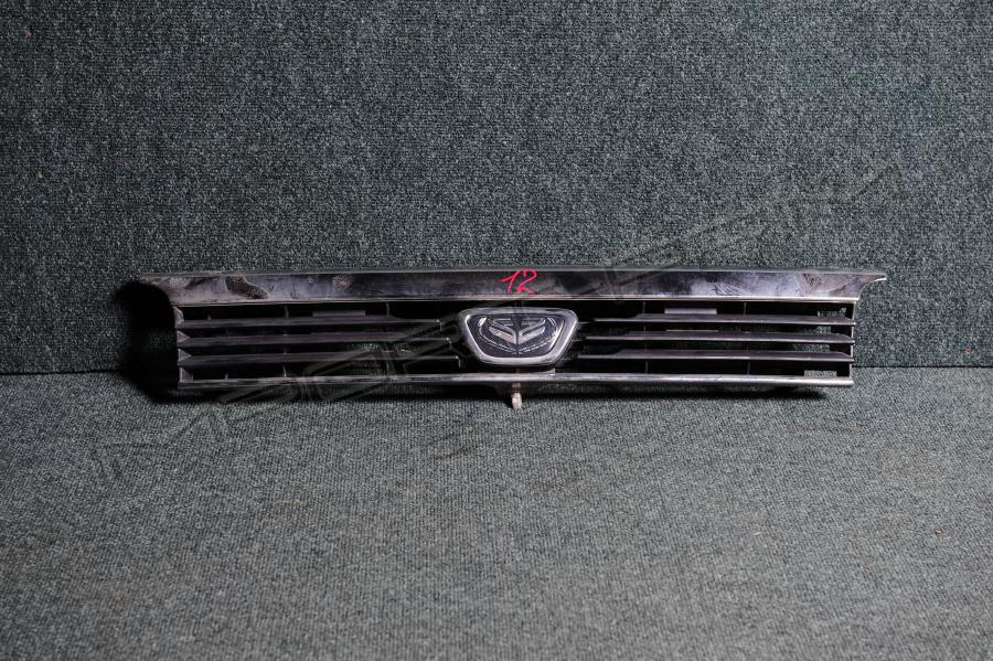 Решетка радиатора Nissan CARAVAN CRGE24 TD27 Фото 1