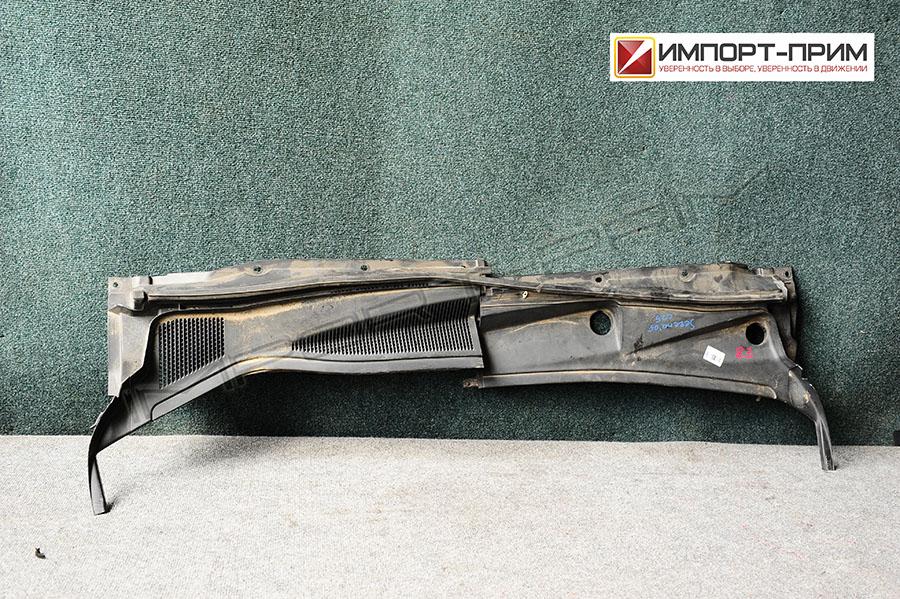 Планка под лобовое стекло Nissan SERENA C25 MR20DE Фото 1